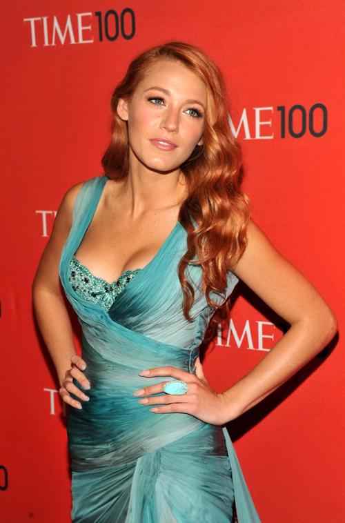 best sneakers b4b4f de6d9 L'attrice Blake Lively cambia look e sceglie i capelli rossi ...