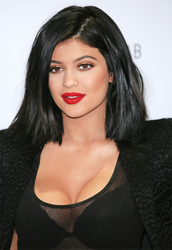 Kylie_Jenner_contouring_seno