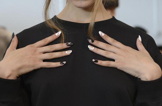 negative_space_manicure