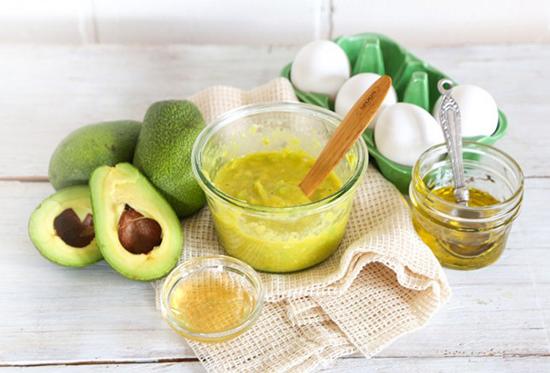 maschera capelli avocado ristrutturante homemade