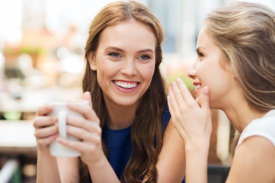 Le cattive abitudini che fanno bene alla salute- spettegolare, dire parolacce