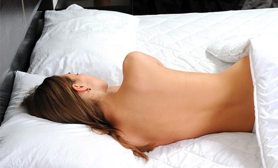 dormire-nudi-fa-bene